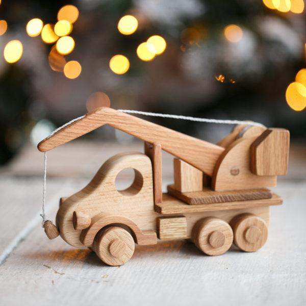 Игрушечный грузовик автокран из дерева
