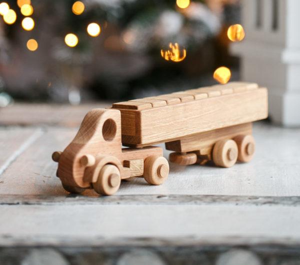 Деревянная игрушка - грузовичек с кубиками