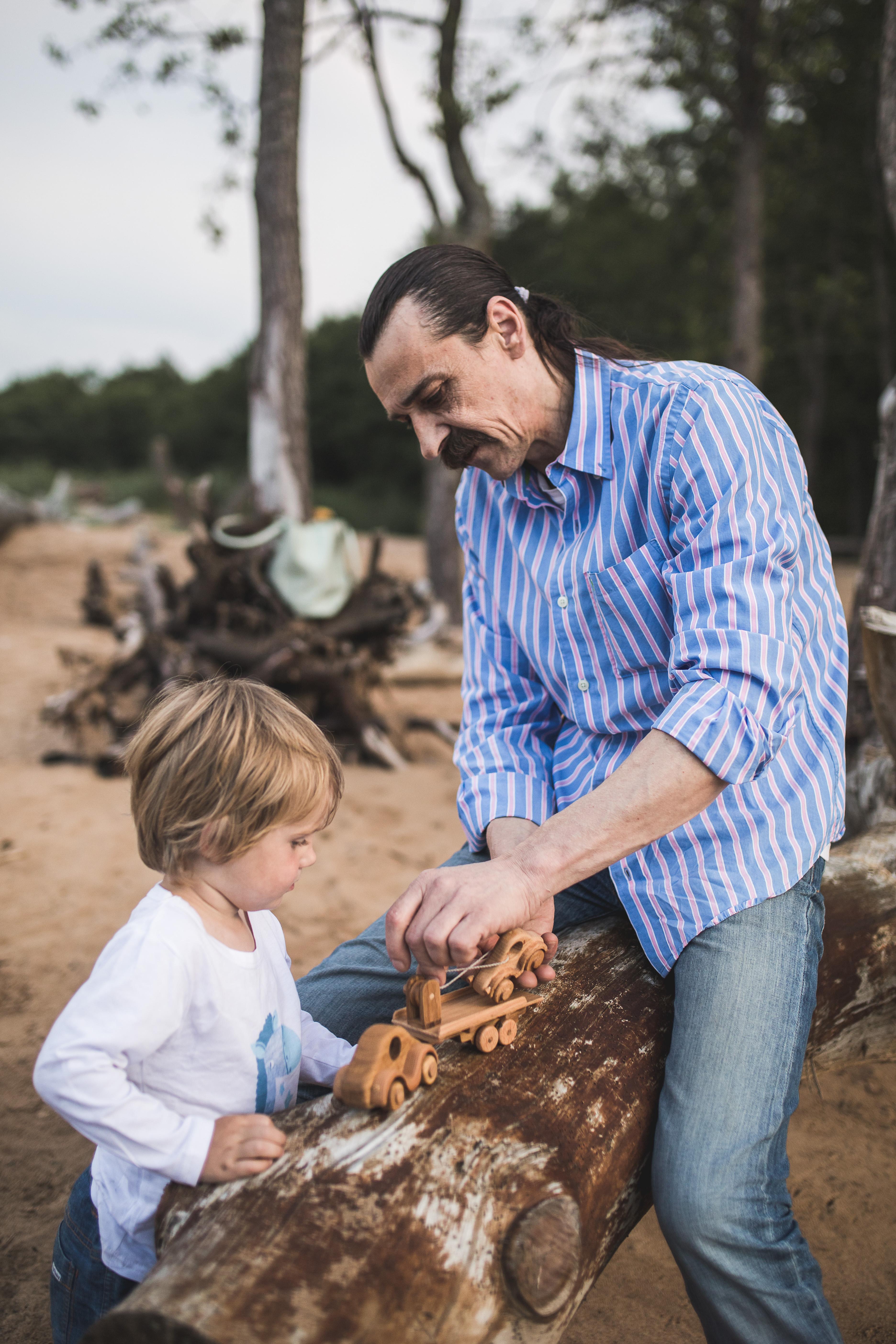 Мастер деревянных игрушек