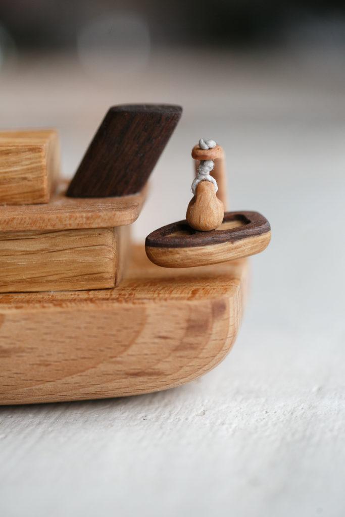 игрушка кораблик